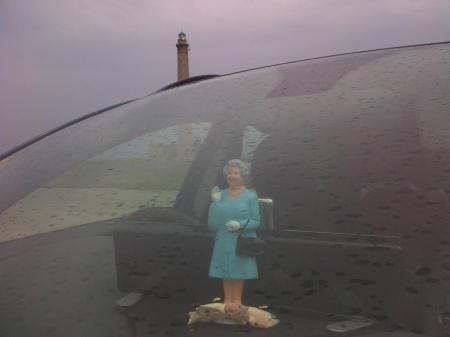 Waving_Queen_in_Normandy